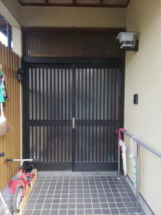 合志市で玄関引き戸をドアに1日で交換