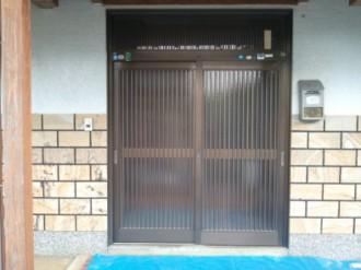熊本県熊本市の玄関ドアリフォーム施工例の施工前の写真です。