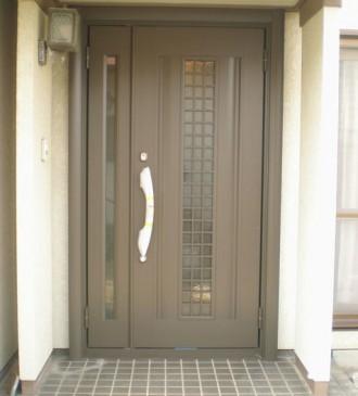 熊本県熊本市の玄関ドアリフォーム施工例の施工後の写真です。